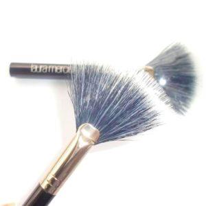 แปรงปัดแป้งฝุ่นทรงพัดลอร่าใช้ดี LAURA MERCIER MINI FAN POWDER BRUSH